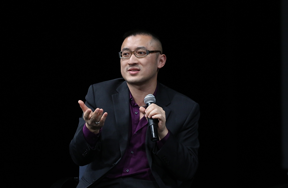 Composer and librettist Huang Ruo engages the audience during a discussion of contemporary opera piece 'Paradise Interrupted' on April 5, 2016. (Ellen Wallop/Asia Society)