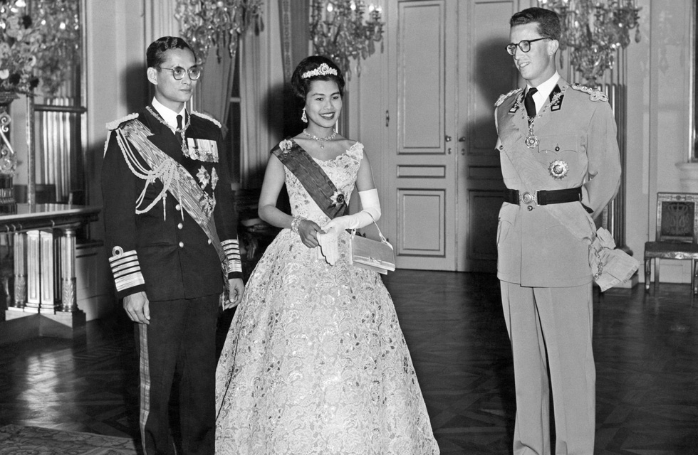 Thai King Bhumibol Adulyadej (L) and Queen Sirikit (C) stand near Belgium King Baudouin I, on October 1960 in Brussels, during their official visit to Belgium. (AFP/Getty Images)