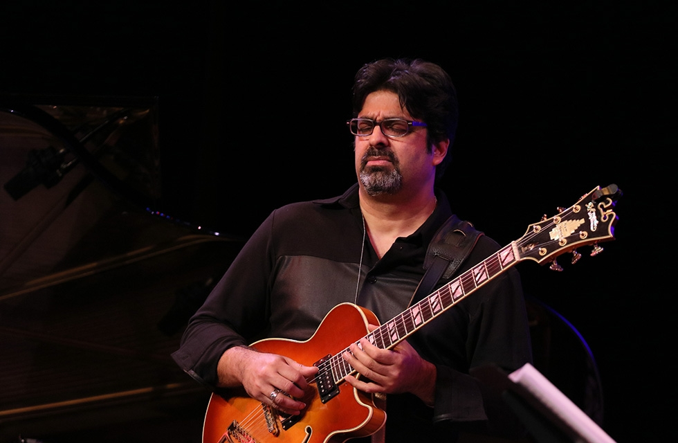 Renowned jazz guitarist Rez Abbasi during his performance at Asia Society New York on December 16, 2016. (Ellen Wallop/Asia Society)