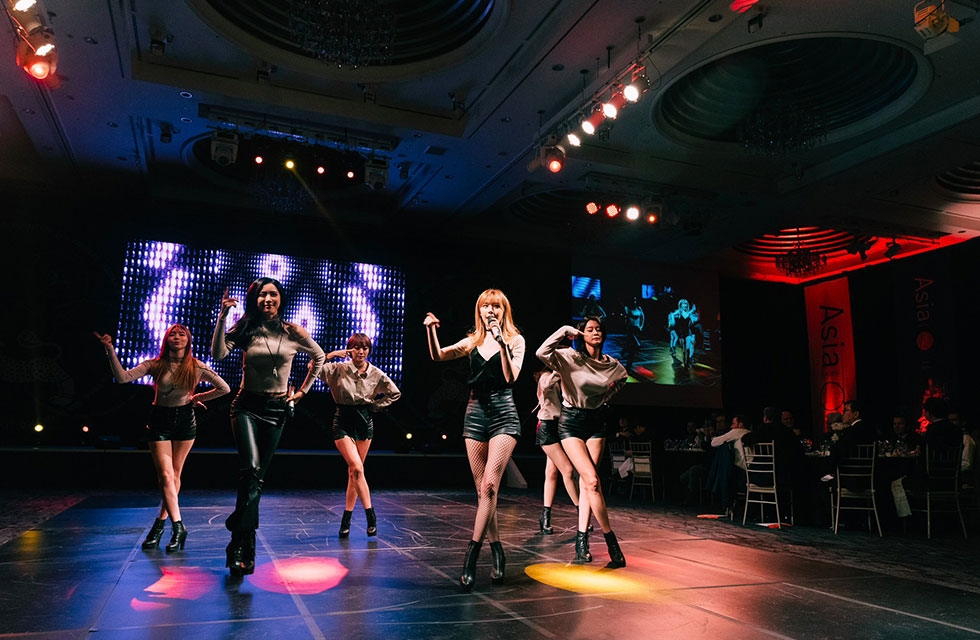K-Pop group Hello Venus welcomes the #Asia21Leaders Class of 2016 with a special performance during the opening dinner of the Asia 21 Summit at the Lotte Hotel, hosted by Asia Society Korea Center in Seoul on December 7, 2016. (Asia Society/Marco Devon/ Greg Samborski)