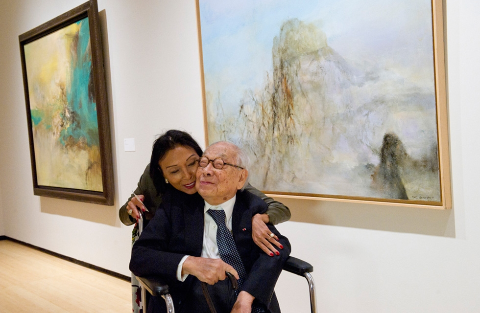 Sin May Roy-Zao, daughter of abstract artist Zao Wou-Ki with architect I.M. Pei during a preview of Asia Society Museum's 'No Limits: Zao Wou-Ki' exhibition at Asia Society New York on September 8, 2016. (Elena Olivo/Asia Society)