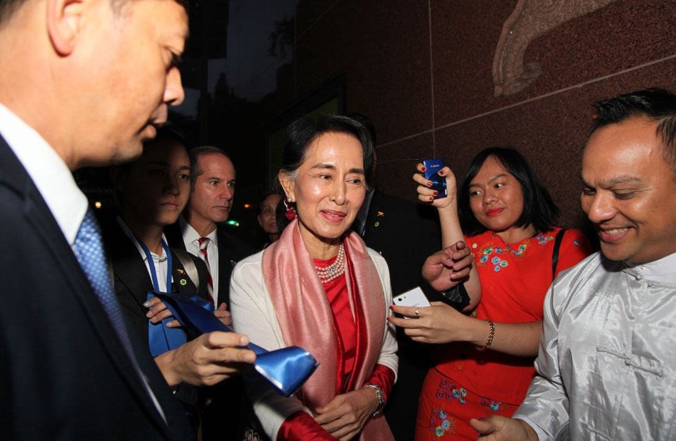 HE Daw Aung San Suu Kyi of Myanmar arrives at Asia Society New York for a discussion on her country's development and continued way forward in New York on September 21, 2016. The event was part of a series of discussions in conjunction with the United Nations General Assembly. (Asia Society/Ellen Wallop)