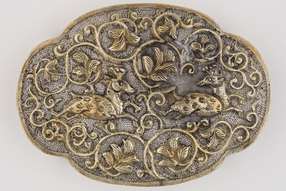 Four-lobed oval box with deer and lion decoration. China. Tang dynasty, ca. 825–50. Silver, parcel-gilt. H. 1 x W. 3 1/2 x D. 2 1/2 in. (2.5 x 8.9 x 6.4 cm). Asian Civilisations Museum, Singapore, 2005.1.00865 1/2 to 2/2. Photography by Asian Civilisations Museum, Tang Shipwreck Collection
