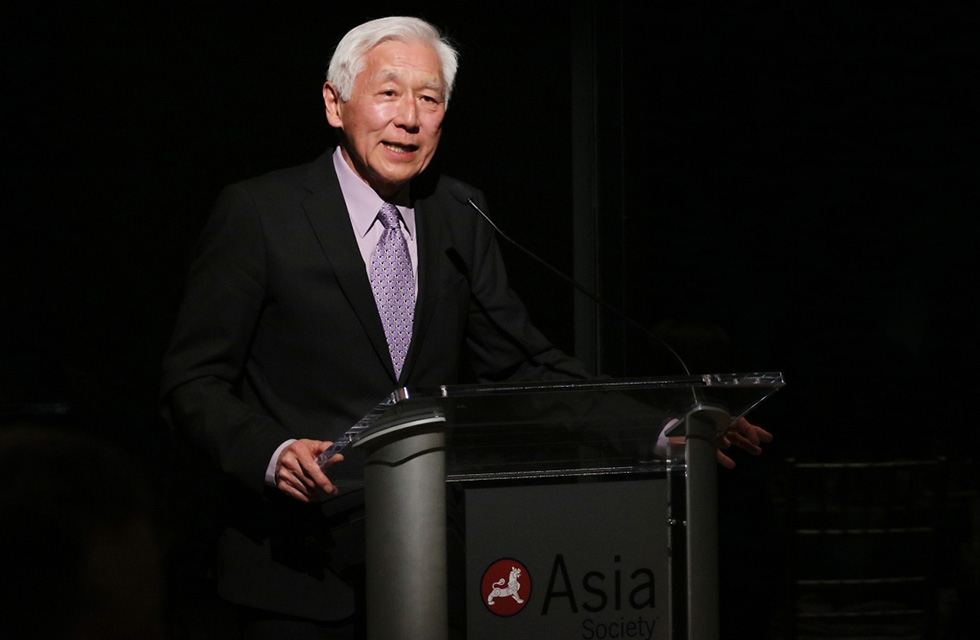 Asia Society trustee and exhibition chair Oscar Tang addresses the audience during the dinner in celebration of the exhibition opening at Asia Society New York on March 7, 2017. (Ellen Wallop/Asia Society)
