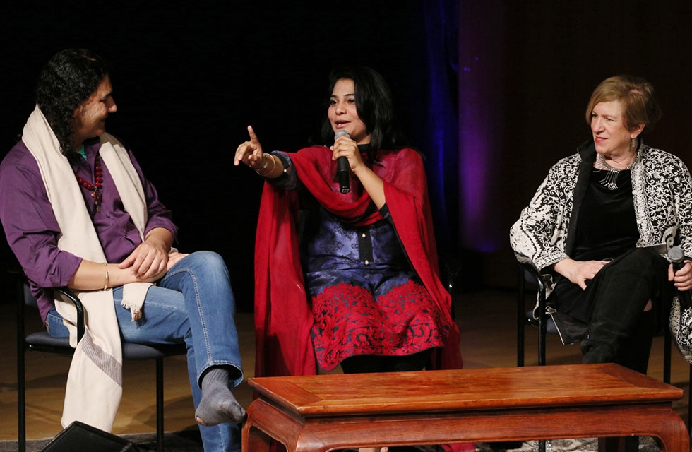 (L-R) Musician Arieb Azhar, singer Sanam Marvi, and Asia Society's director of performing arts Rachel Cooper, in discussion at Asia Society New York on April 5, 2017. (Ellen Wallop/Asia Society)