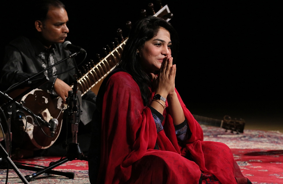 Singer Sanam Marvi takes the stage for a special evening of music and conversation at Asia Society New York on April 5, 2017. (Ellen Wallop/Asia Society)