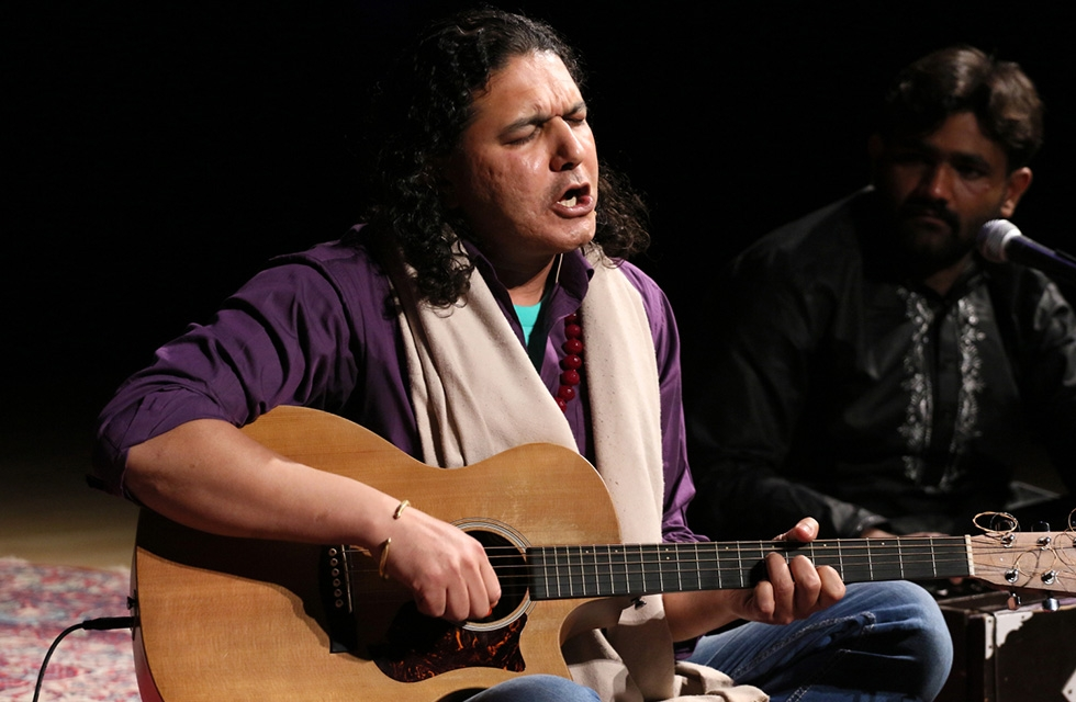 Arieb Azhar takes the stage for a special evening of music and conversation at Asia Society New York on April 5, 2017. (Ellen Wallop/Asia Society)