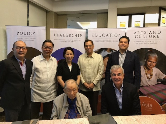 At the Asia Society Philippines board meeting on September 15, 2017, Washington SyCip. (Back, L to R) Agustin Montilla III, Jose Campos, Suyin Liu Lee, Jose Ma. Lim, Luis Virata. (Front, L to R) Washington SyCip, Fernando Zobel de Ayala.