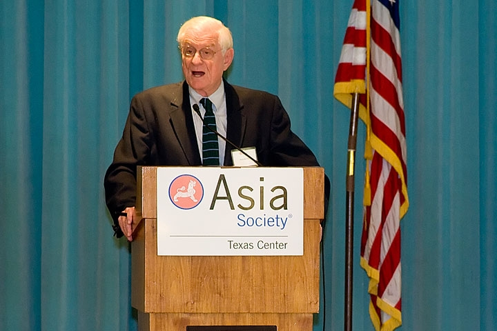 "Houston, Mar. 3, 2010: Nicholas Platt, former U.S. ambassador to Pakistan, called on the US to ""stay the course"" in its efforts to foster stable government in that country. (Jeff Fantich Photography)"