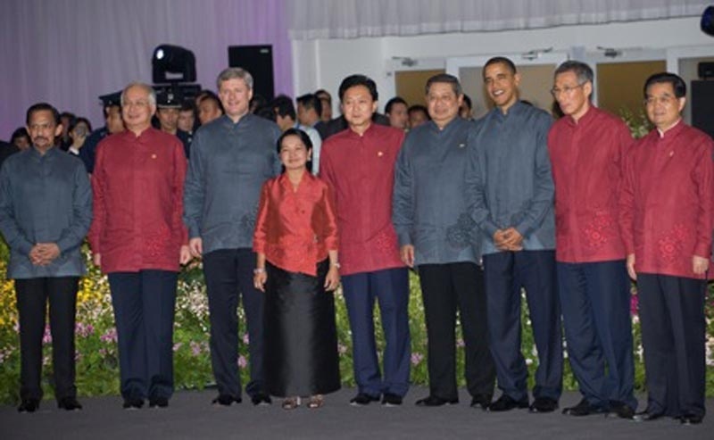Dressed in coordinating designer shirts, APEC leaders smile for photographs on November 14, 2009. (Saul Loeb/AFP/Getty Images)