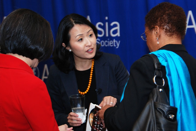 Diversity consultant Jane Hyun (C) chats at the reception prior to her workplace diversity talk hosted by ASTC in Houston on Dec. 2, 2010. (Asia Society Texas Center)
