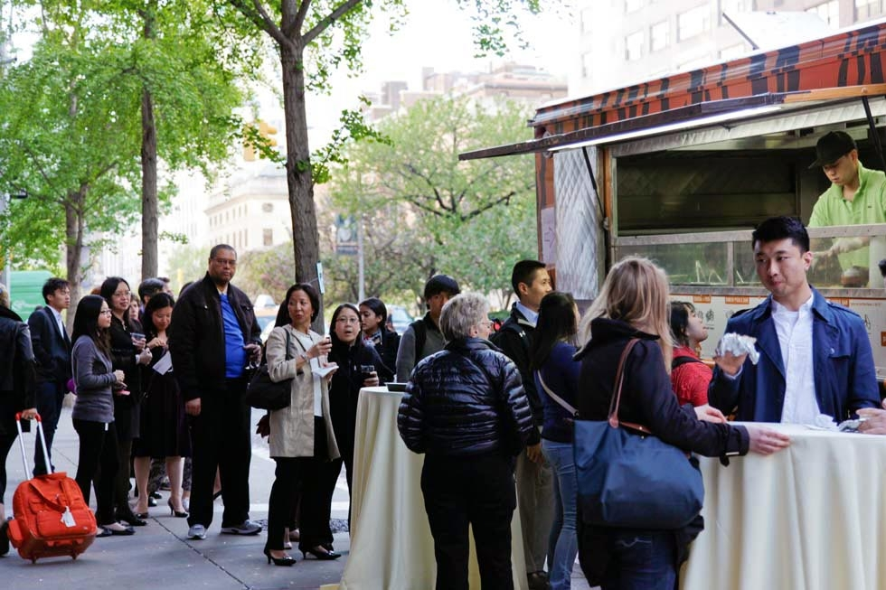 A long line forms in front of the Korilla BBQ truck as people wait to order. (Tahiat Mahboob/Asia Society)