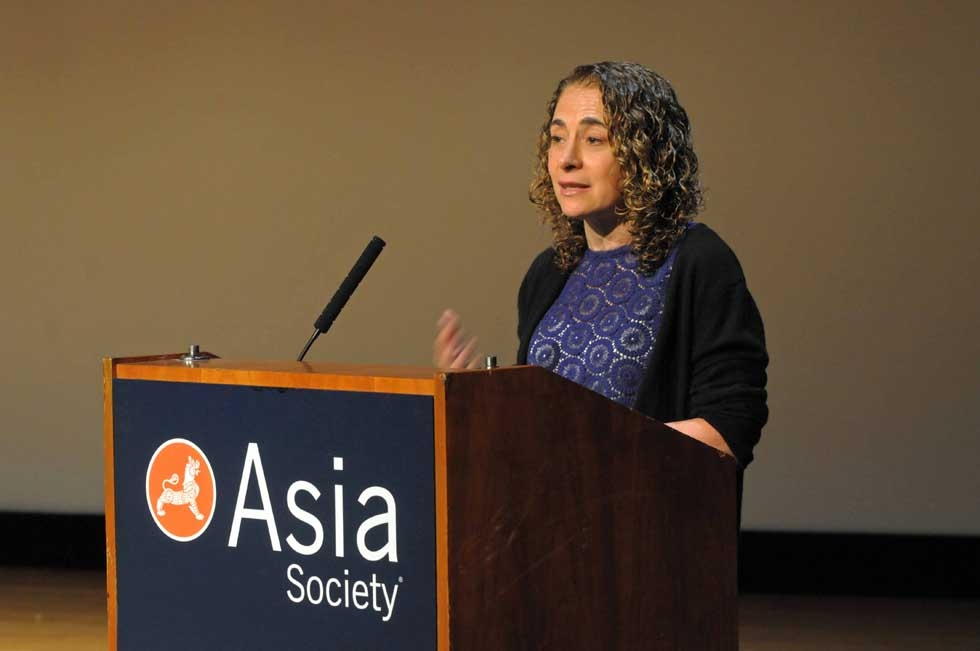 Elizabeth Rosenthal of the New York Times, winner of the inaugural Oz Prize in 2003, offered introductory remarks at the ceremony. (Elsa Ruiz/Asia Society)