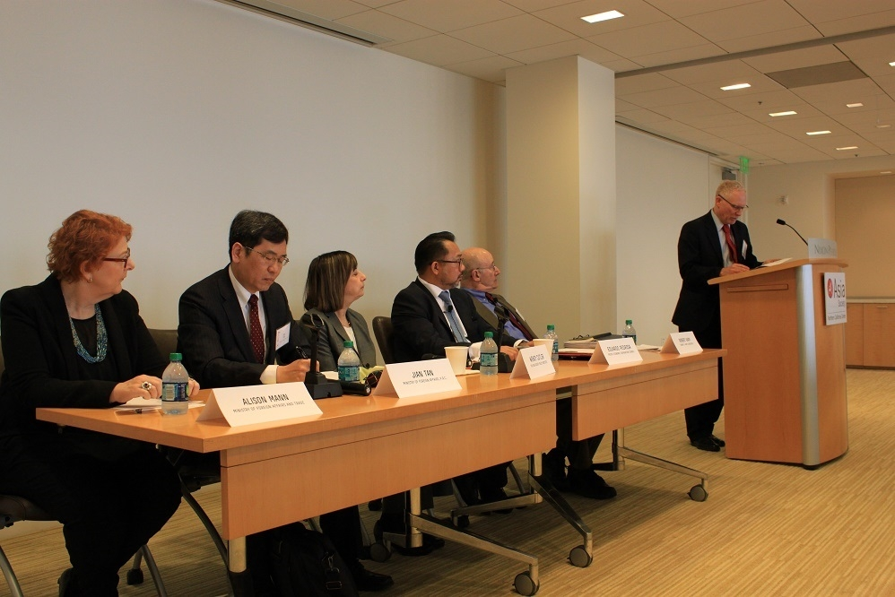 "N. Bruce Pickering (far right), Executive Director of ASNC, welcomes the panelists at ""The Pacific Century: The Future of U.S.-Asia Economic Relations"" on February 26, 2016. Nixon Peabody and the National Center for APEC were event partners and featured: Alison Mann, Jian Tan, Wendy Cutler, Eduardo Pedrosa, and Robert Kapp. (Asia Society)"