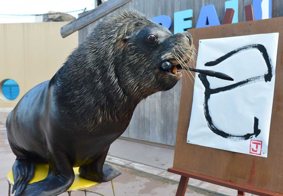 "Sea lion Jay paints a Chinese character meaning ""serpent"" at the Hakkeijima Sea Paradise aquarium in Yokohama, suburban Tokyo, Japan on January 3, 2013. (Kazuhiro Nogi/AFP/Getty Images)"