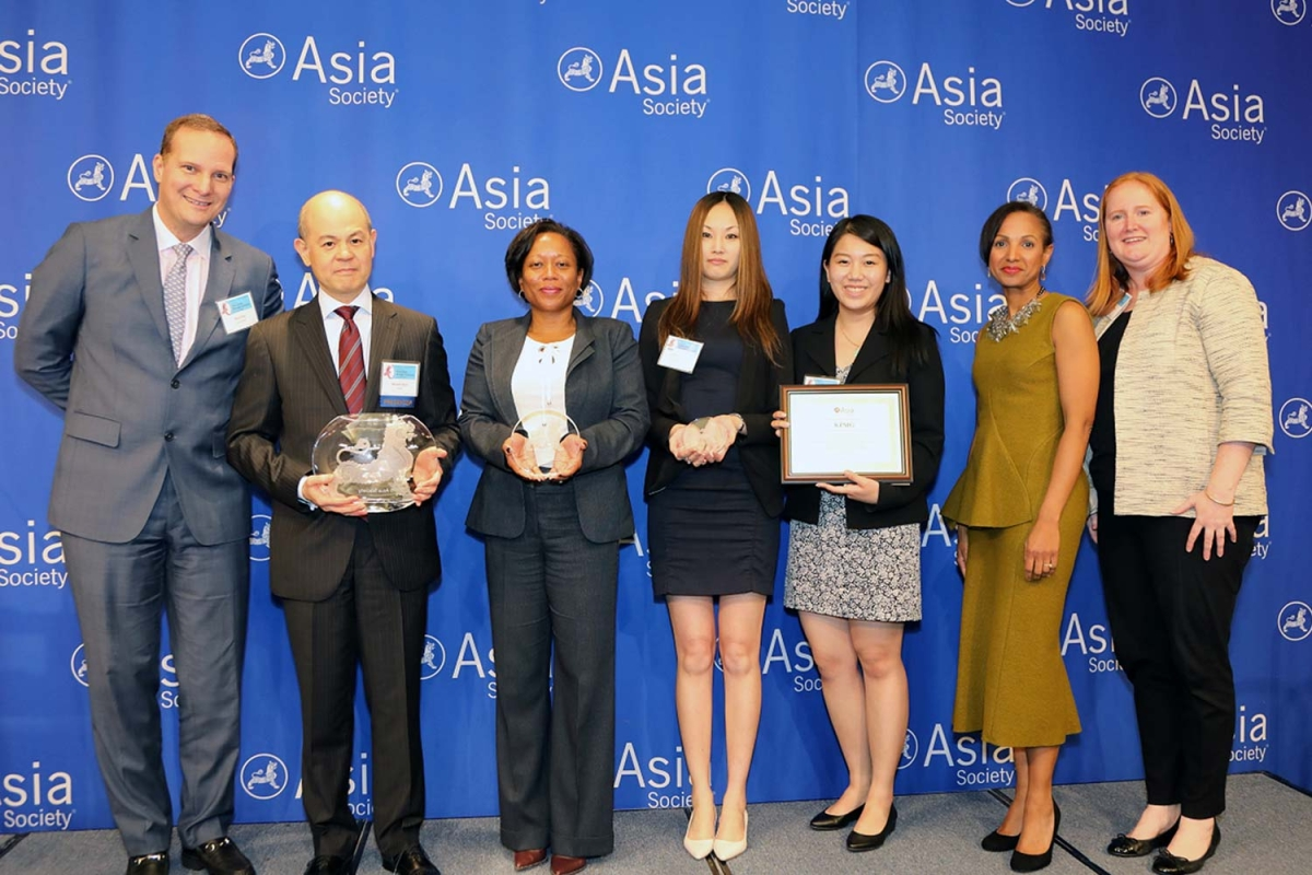 On behalf of KPMG, Manolet Dayrit (L2) accepts the 2017 Overall Best Employer for Asian Pacific Americans award from Asia Society's David Reid (L) at the 9th annual Diversity Leadership Forum. (Ellen Wallop/Asia Society)