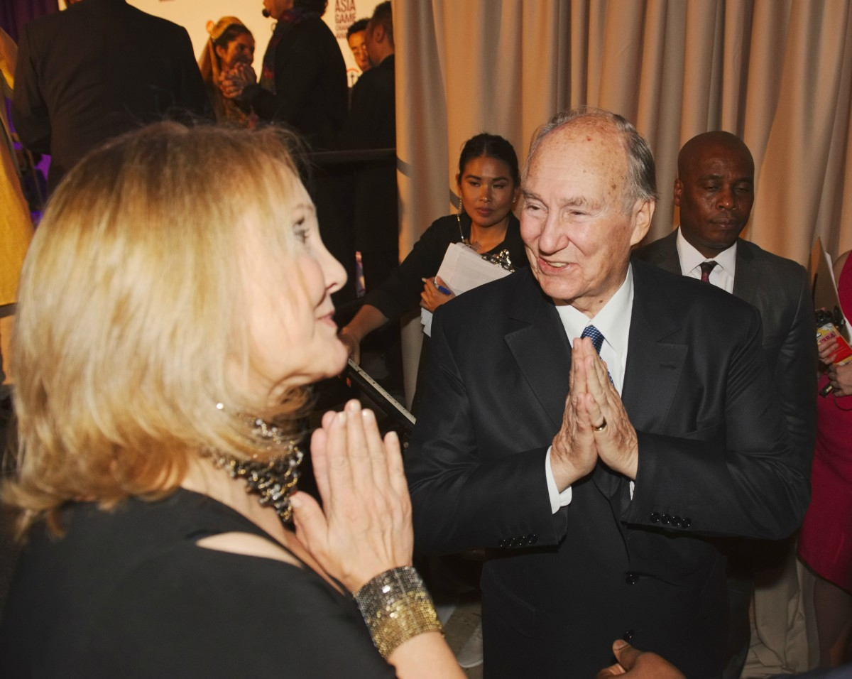 Josette Sheeran greets the Aga Khan at the Asia Game Changer awards