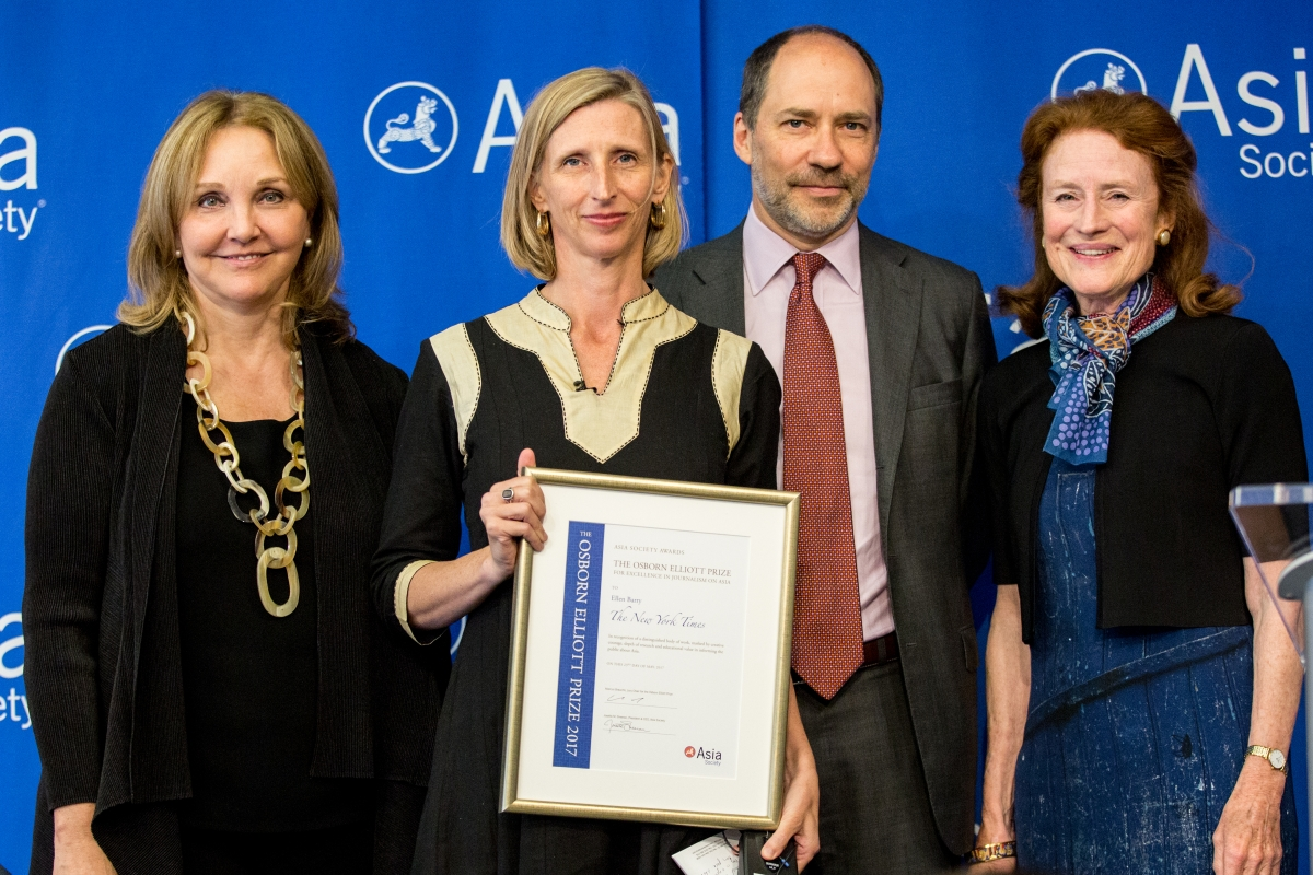 2017 Oz Prize winner Ellen Barry of The New York Times with Asia Society President Josette Sheeran, Jury Chair Marcus Brauchli, and Global Co-Chair Henrietta Fore.