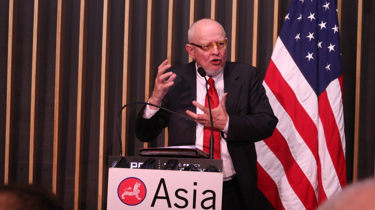 Chairman of Asia Society Northern California Ken Wilcox closing the program. (Kevin Kunze/Asia Society)