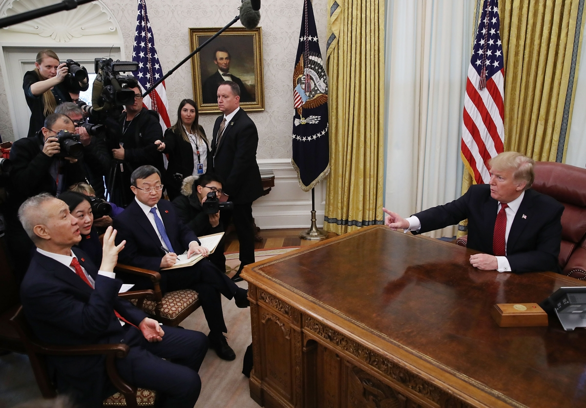 Liu He meets with Donald Trump in the Oval Office
