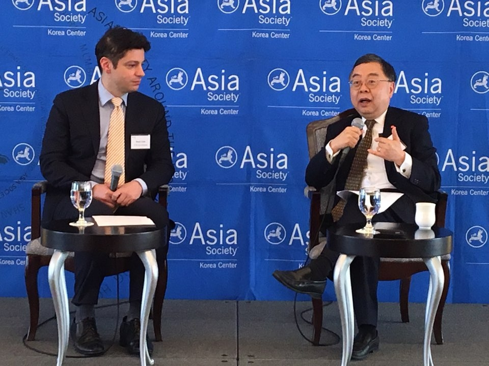 Mark Tetto (left) moderates the conversation with Ronnie Chan (right)