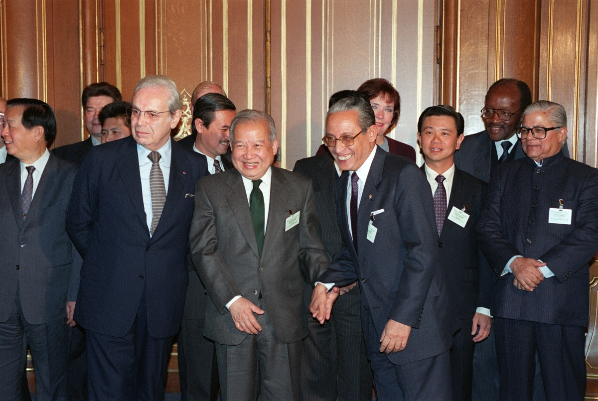Sihanouk (front C) poses with UN Secretary General Javier Perez de Cuellar (front L), Philippines Foreign Secretary Raul Manglapus (front R) , and other delegates to the October 1991 Cambodian Peace Conference in Paris. (Eric Feferberg/AFP/Getty Images)