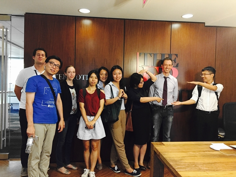The Young Scholars visit the Washington, D.C. offices of Foreign Policy magazine and meet with Tea Leaf Nation Founder and FP Senior Editor David Wertime (second from the right) for a discussion about Chinese social media. (Zhangbolong Liu & Zhu Xi/Washington, D.C.)