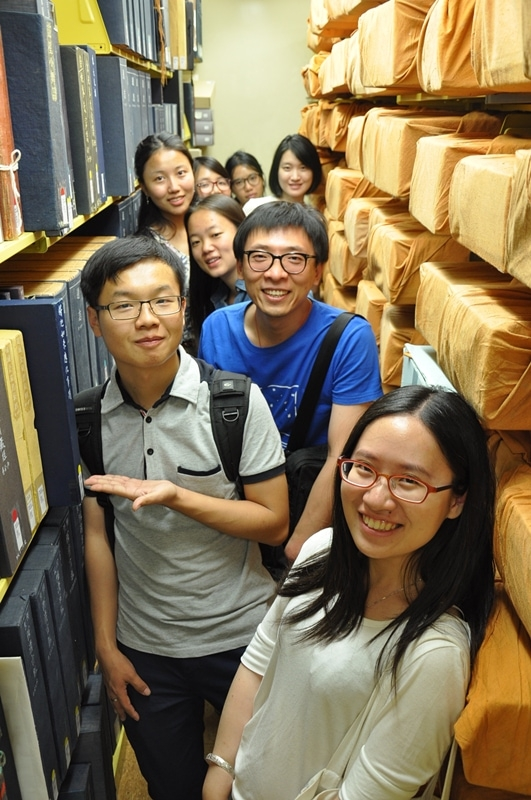 While in Boston, the Young Scholars stop by the Chinese language archives of Harvard University's Fung Library. (Zhangbolong Liu & Zhu Xi/Harvard University)