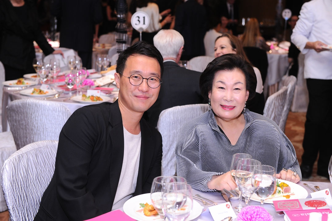 (Left to right) Doryun Chong, Chief Curator of M+, West Kowloon Cultural District Authority, and Madame Hyun Sook Lee of Kukje Gallery in Seoul at the 2015 gala.