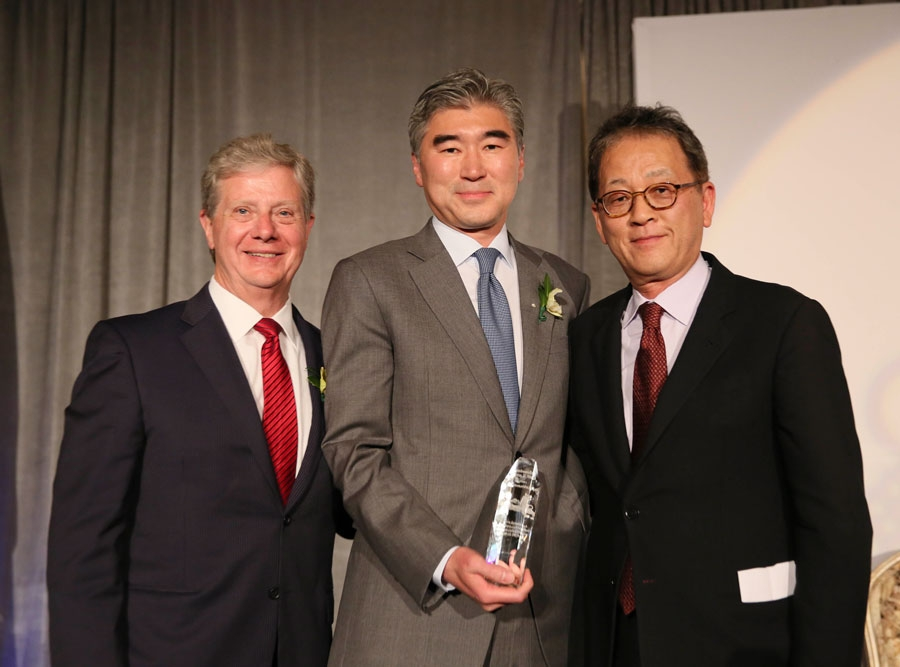 From left, Thomas E. McLain, Chair, Asia Society of Southern California, Sung Y. Kim, U.S. Ambassador to the Republic of Korea is awarded Diplomat of the Year and presenter Jae Min Chang, Chief Executive Officer and President of The Korea Times pose during the Asia Society Southern California 2014 Annual Gala held at the Millennium Biltmore Hotel on Monday, May 19, 2014, in Los Angeles, Calif. (Photo by Ryan Miller/Capture Imaging)
