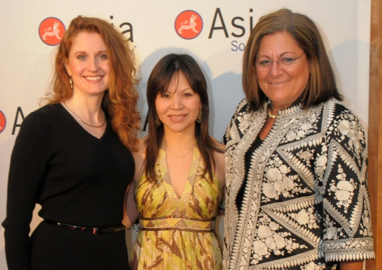 L to R: Singer and actress Christiane Noll, actress/filmmaker Fay Ann Lee, and Fern Mallis, founder of New York Fashion Week. (Elsa Ruiz/Asia Society)