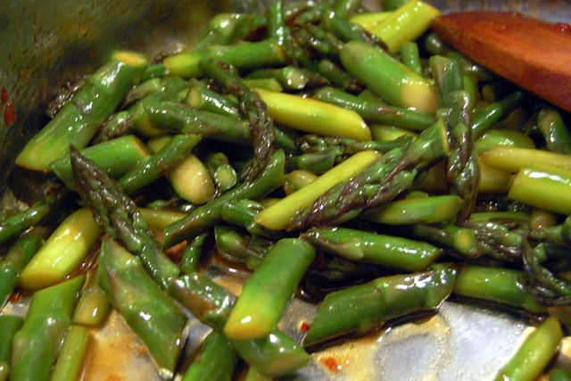 Asparagus with Oyster Sauce (Photo by su-lin/flickr)