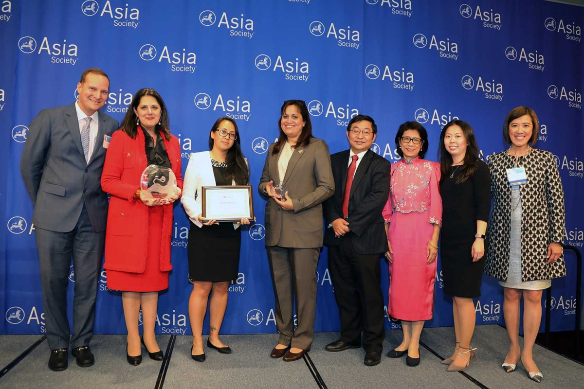 Jyoti Chopra (L2) on behalf of BNY Mellon receives the award for Best Employer for LGBT Asian Employees (Global). (Ellen Wallop/Asia Society)