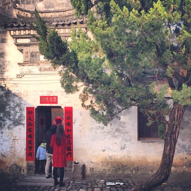 "Ou Ning posts the character for ""fortune"" upside down on the front doors, another New Year tradition to bring good luck. (Sun Yunfan)"