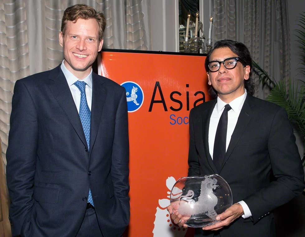 Asia Society Trustee Charles Rockefeller (L) with MTV World General Manager and Senior Vice President Nusrat Durrani (R). (Bennet Cobliner)
