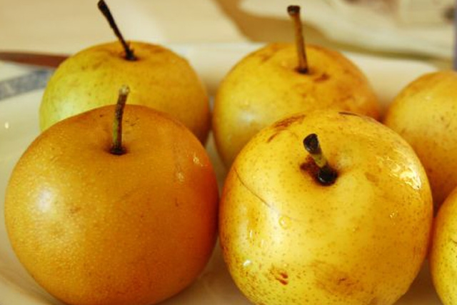 Chinese pears (Photo by ulterior epicure/flickr)