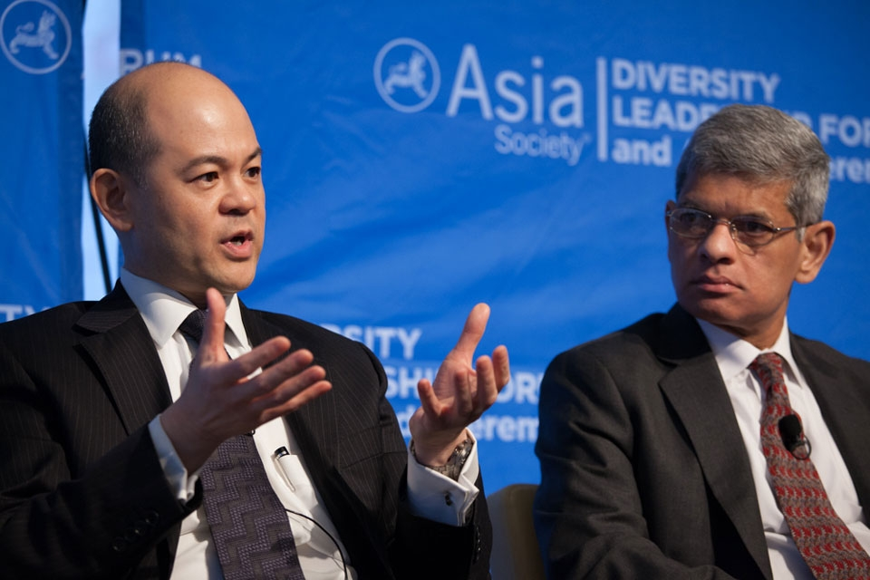 Manolet Dayrit, Partner, KPMG LLC (left) and Sanjay Correa, Vice President, CMC Program, GE Aviation (right)