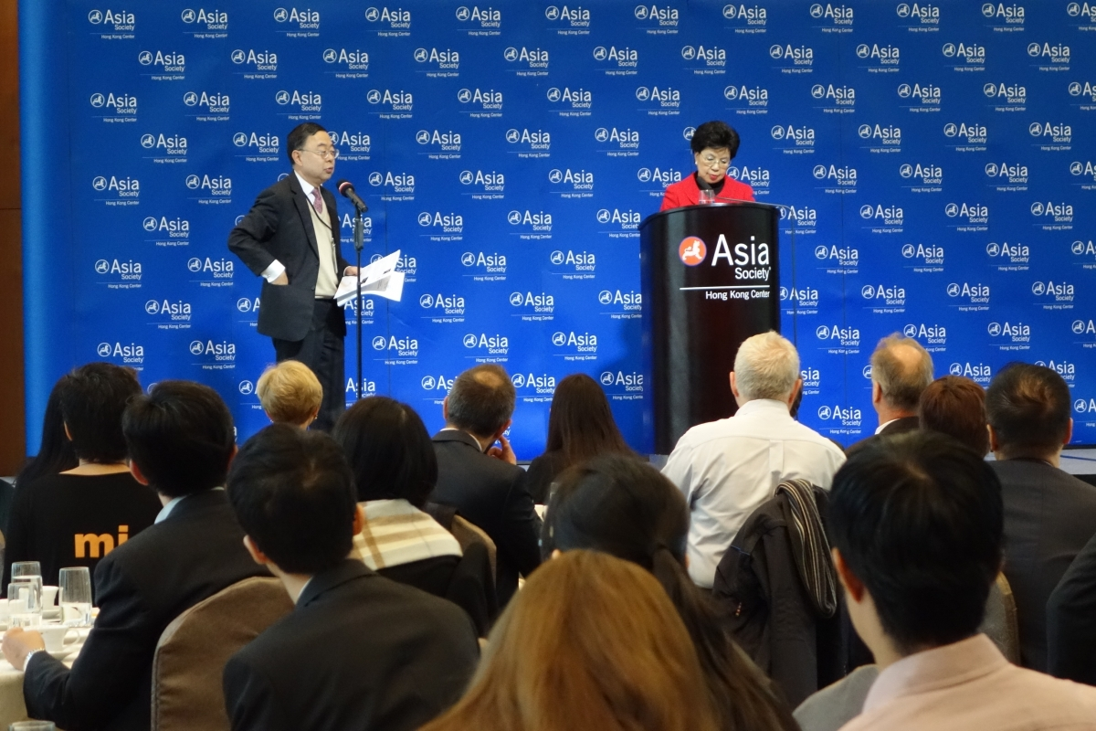 Ronnie Chan (L), Co-Chair of Asia Society and Chairman of Asia Society Hong Kong Center, facilitated the Q & A session after Chan's (R) speech on December 20, 2012. (Wendy Tang/Asia Society Hong Kong Center)