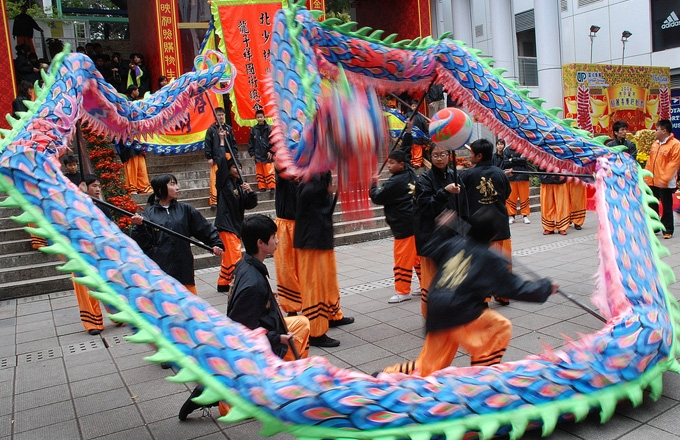 Youngsters celebrate Lunar New Year in Hong Kong with a dragon dance. (-RS-/flickr)