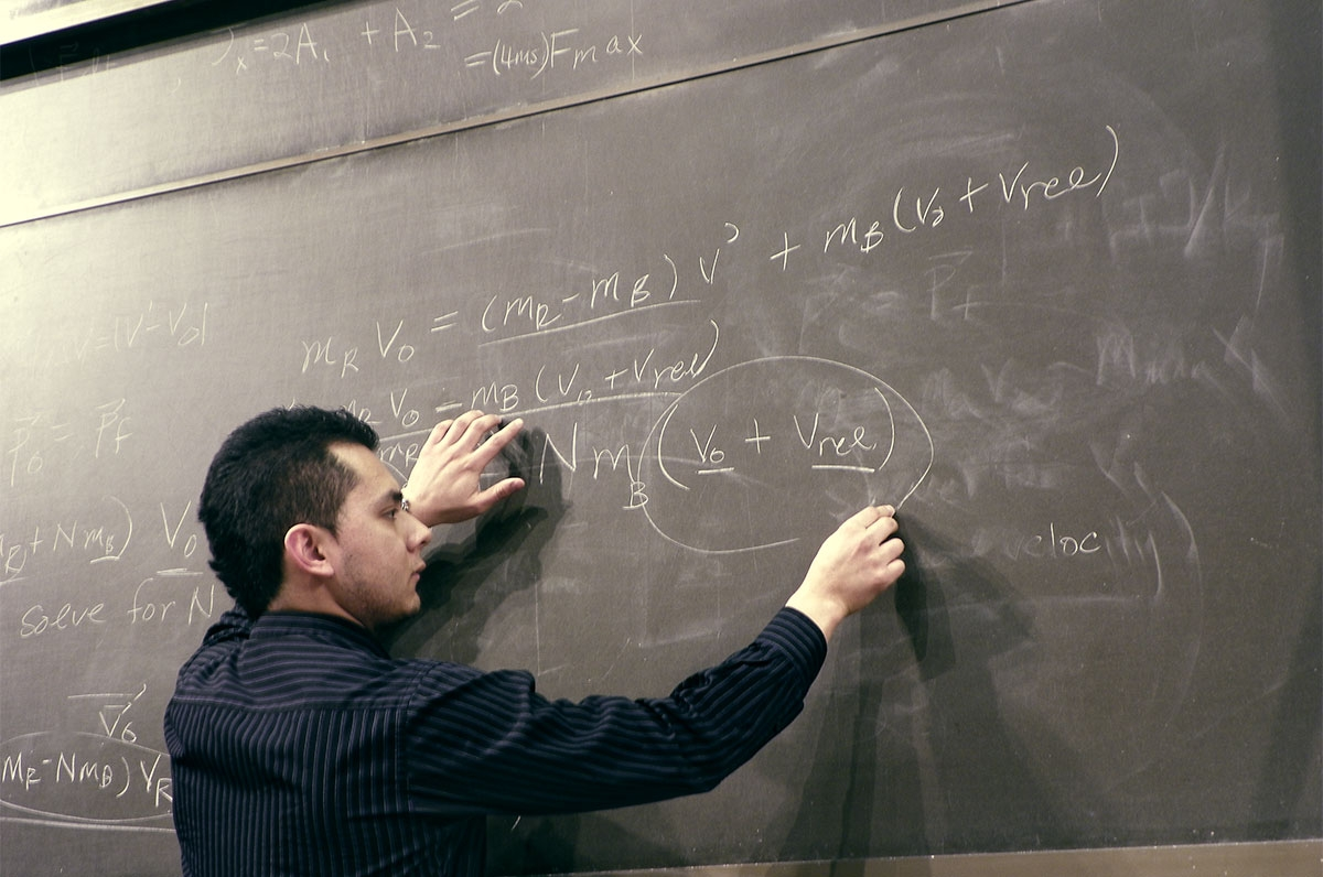 Professor at chalkboard. Gianpierre Soto/Flickr