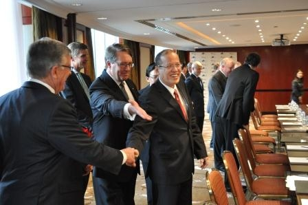 L to R: Ambassador Bill Tweddell, The Hon Warwick Smith AM with President Aquino at the Roundtable.