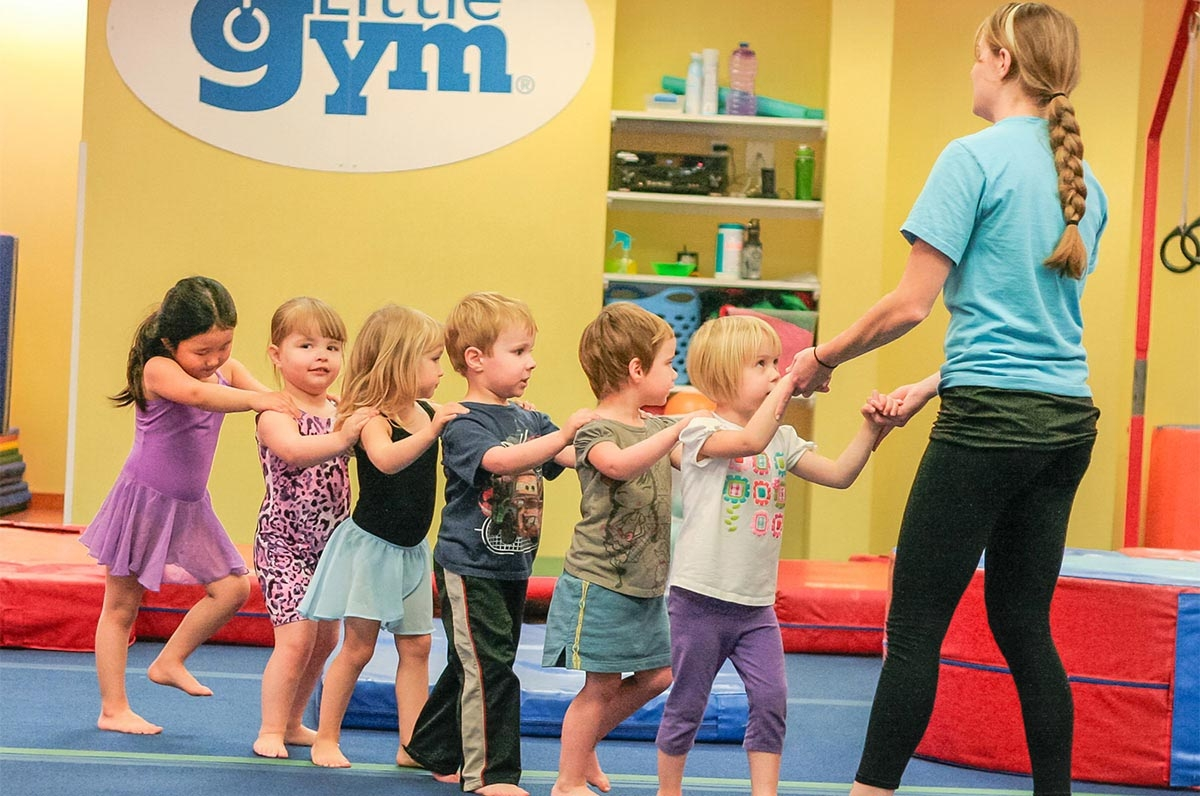 Gym coach guiding children in a line. Eric Peacock/Flickr