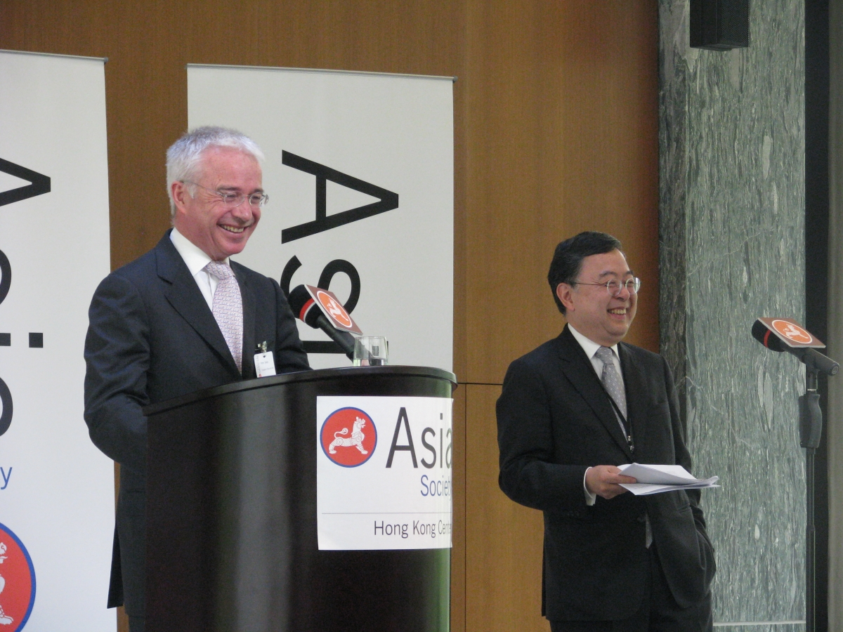 Peter Sands (L) and Asia Society Co-Chair Ronnie Chan (R) on March 23, 2012. (Asia Society Hong Kong Centre)