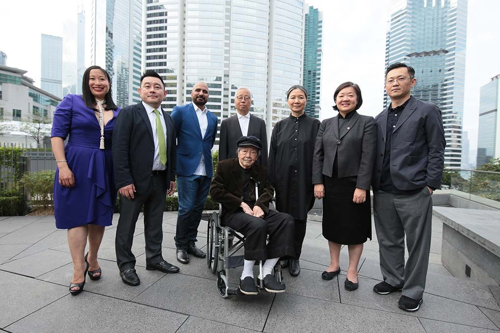 (Left to right) Michelle Yun, Senior Curator of Modern and Contemporary Art, Asia Society Museum; Boon Hui Tan, Vice President of Global Arts & Cultural Programs and Director of Asia Society Museum; Rashid Rana, 2017 Asia Arts Awards Hong Kong honoree; Hiroshi Sugimoto, 2017 Asia Arts Awards Hong Kong honoree; Kimsooja, 2017 Asia Arts Awards Hong Kong honoree; S. Alice Mong, Executive Director, Asia Society Hong Kong Center; Dominique Chan, Head of Gallery & Exhibition; and Hon Chi Fun, 2017 Asia Arts Award