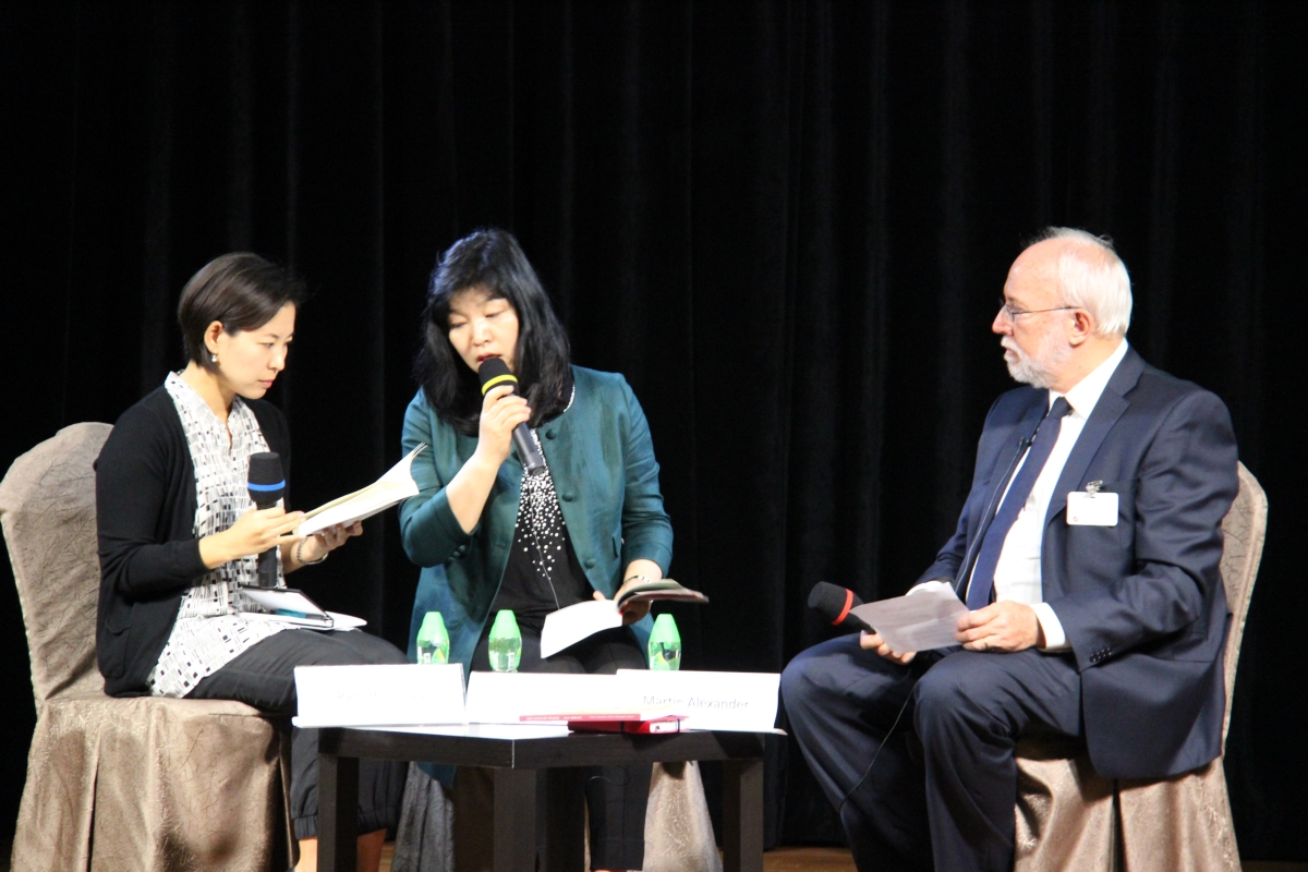 Novelist Shin Kyung-sook (C) spoke through her translator (L) with Martin Alexander (R) at Asia Society Hong Kong Center on May 8, 2012. (Asia Society Hong Kong Center)