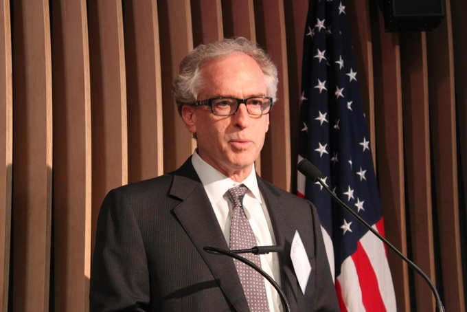 Elliot Stein of ULI's San Francisco office delivered welcoming remarks at the event. (Asia Society)