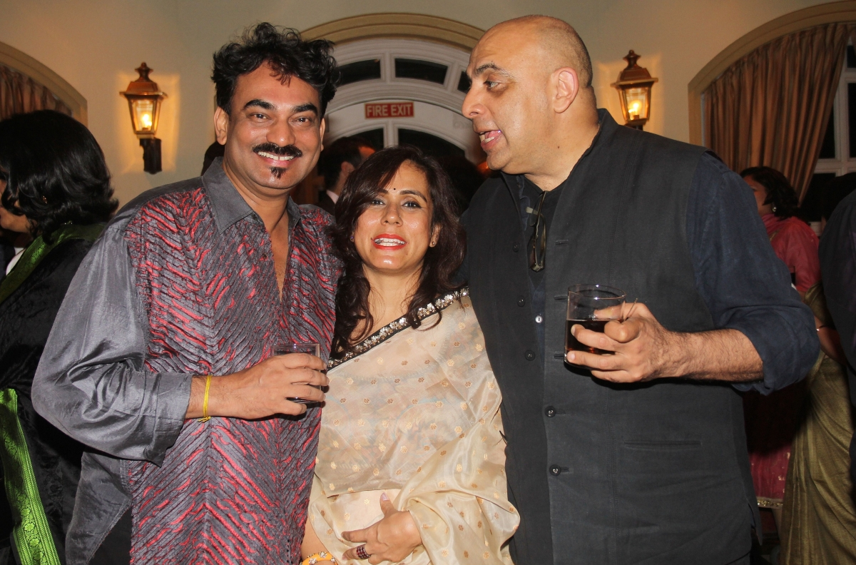 L to R: Fashion designer Wendell Rodricks, guest, and fashion designer Tarun Tahiliani. (Asia Society India Centre)