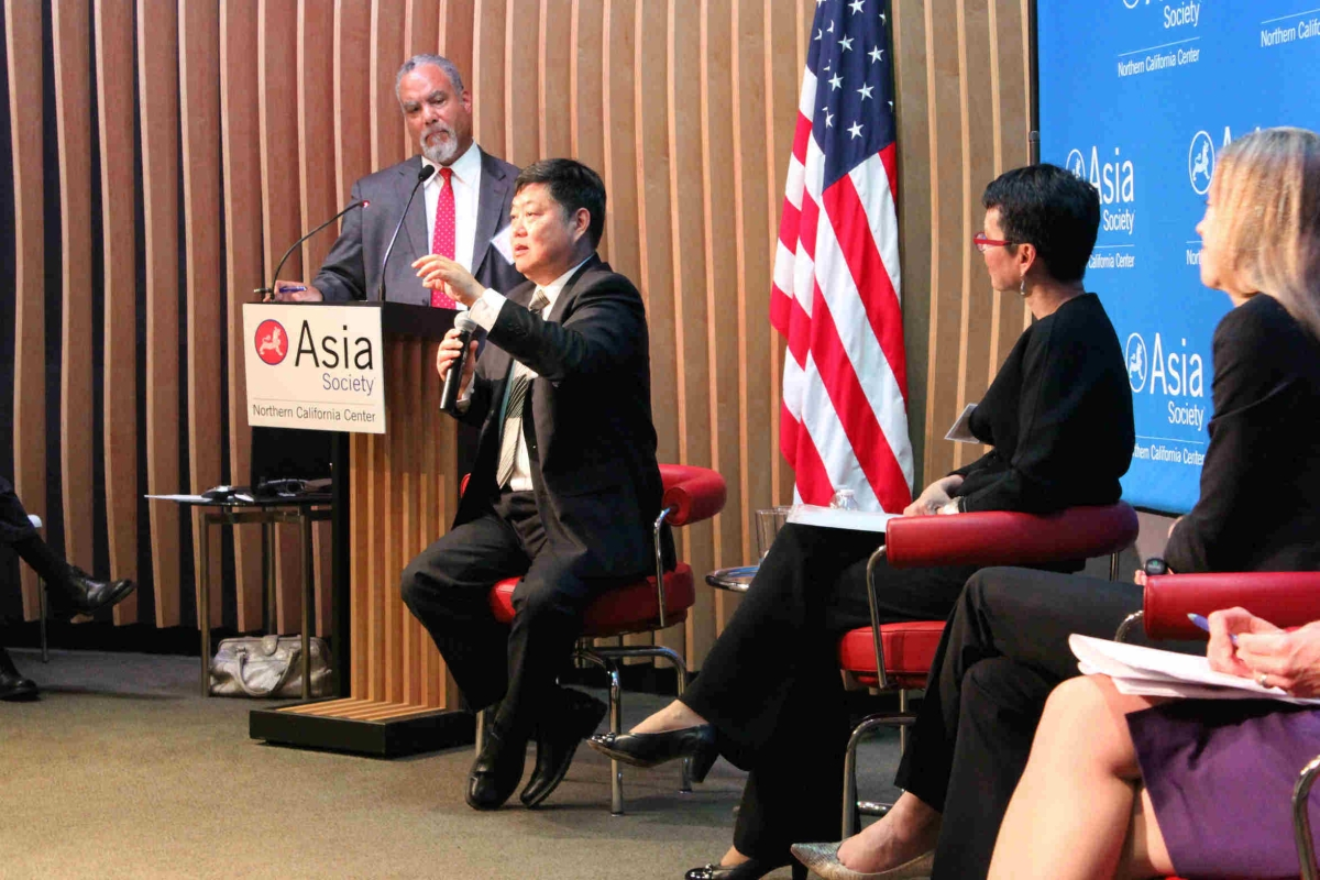 Panelist Minxuan Zhang answers questions from the audience (Asia Society)