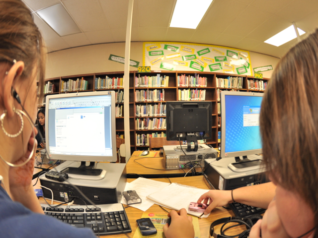 Students working on a digital storytelling project. Image: Alexis Menten.
