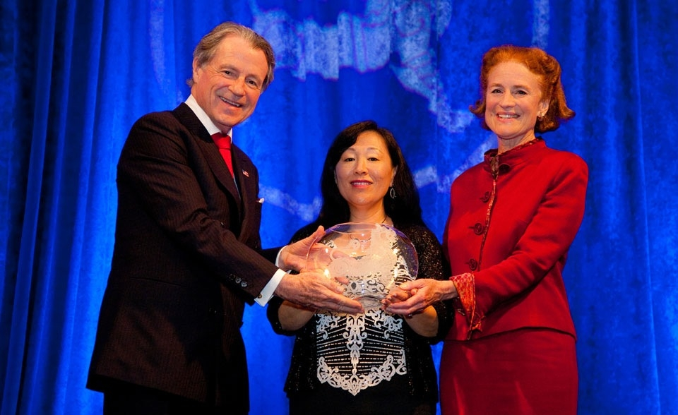 Mr. Daly and Ms. Henrietta Fore, Chairman & CEO of Holsman International, flank Ms. Tae Yoo, Sr. Vice President of Corporate Affairs, Cisco Systems (who received the Global Leadership Award on behalf of Mr. John Chambers, Chairman & CEO, Cisco Systems). (Les Talusan/Asia Society)